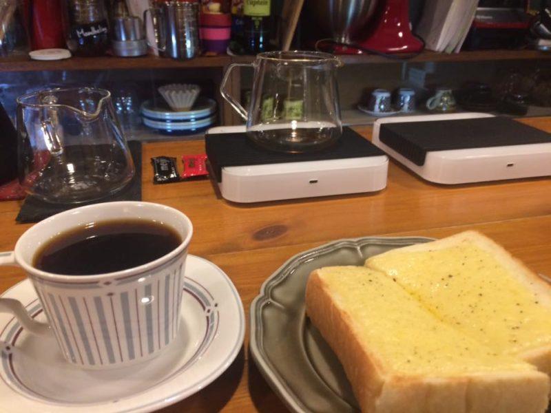 バータートーストとコーヒー