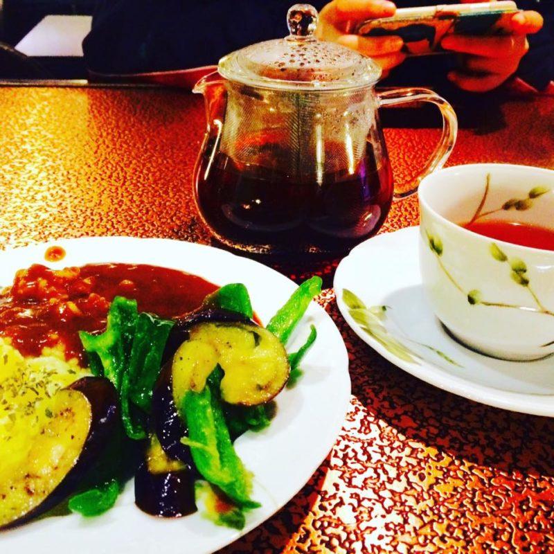 野菜カレーと紅茶