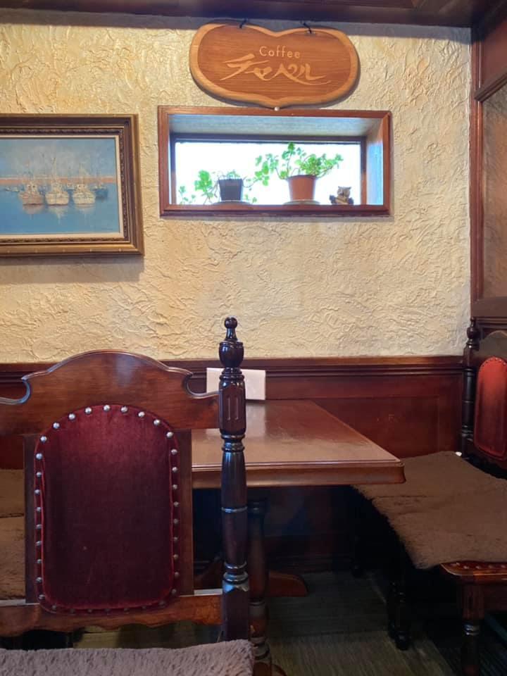 水戸の占いのできる喫茶店「チャペル」の店内